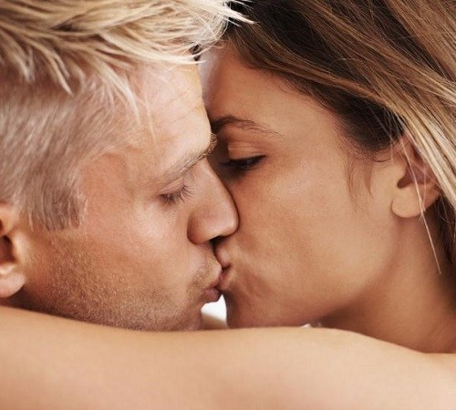 How to kiss a woman well